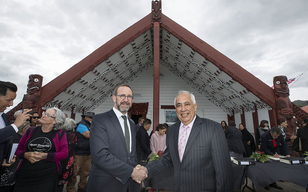 Ngāti Rangitihi signs Deed of Settlement with the Crown